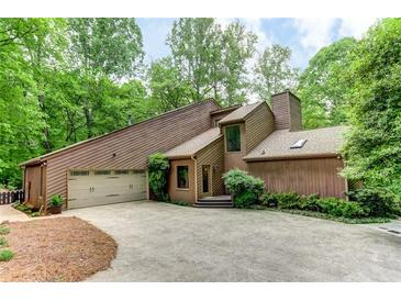 Photo one of 510 Hembree Holw Roswell GA 30076 | MLS 6873126
