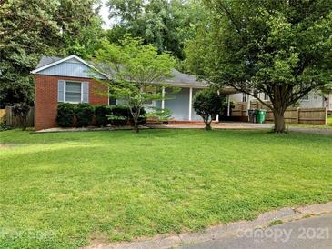 Photo one of 920 Cardinal Dr Charlotte NC 28205 | MLS 3733836