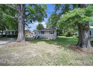 Photo one of 638 Mayflower Ave Mooresville NC 28115 | MLS 3734231