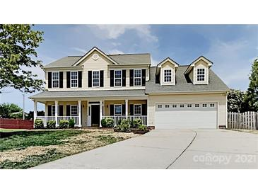 Photo one of 10203 Fairbourne Ct Charlotte NC 28269 | MLS 3749708