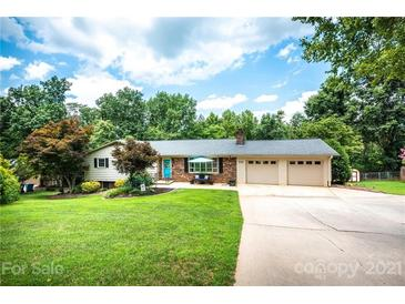 Photo one of 331 Skyline Rd Hickory NC 28601 | MLS 3759291