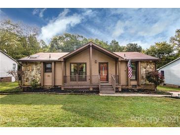 Photo one of 8204 Strawberry Point Dr Charlotte NC 28215 | MLS 3783534