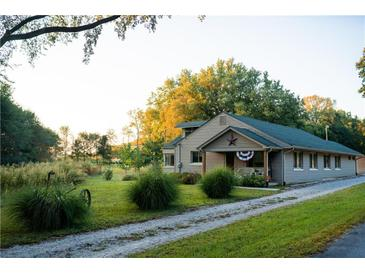 Photo one of 1574 State Road 252 Martinsville IN 46151 | MLS 21668823
