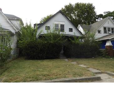 Photo one of 946 N Olney St Indianapolis IN 46201 | MLS 21746460
