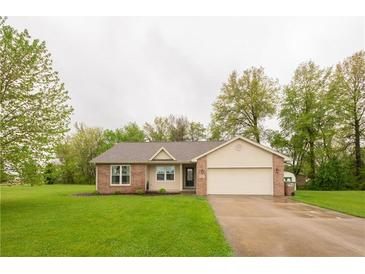 Photo one of 5082 Finchbrook Dr Columbus IN 47201 | MLS 21782762