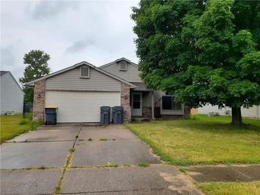 Photo one of 1329 Chesterfield Dr Anderson IN 46012 | MLS 21790828