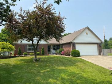 Photo one of 715 Leatherwood Dr Greenwood IN 46143   MLS 21800798