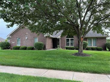 Photo one of 5121 Columbia Dr Columbus IN 47203 | MLS 21804778
