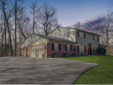 Photo one of 1711 E Woodcrest N Dr Martinsville IN 46151 | MLS 21810514