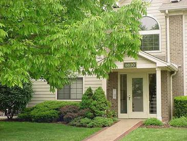 Photo one of 8720 Yardley Court #208 Indianapolis IN 46268   MLS 21811922