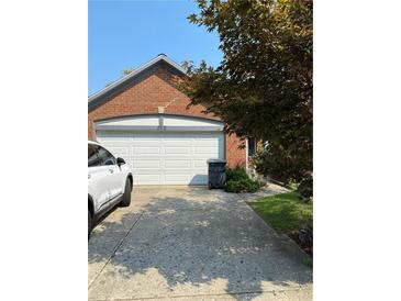 Photo one of 252 Golf Ct Greenwood IN 46143 | MLS 21813024