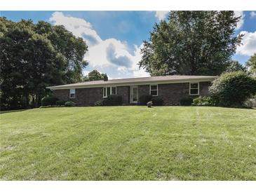 Photo one of 810 Eaglewood Dr Zionsville IN 46077 | MLS 21814154