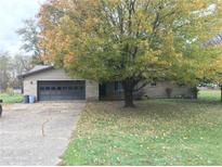 View 8410 Woodlawn Dr Martinsville IN