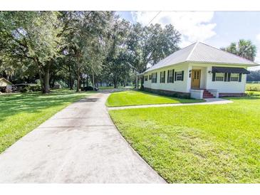 Photo one of 305 N Dover Rd Dover FL 33527 | MLS T3329449