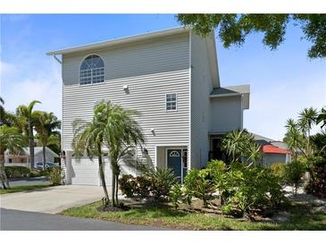 Photo one of 11722 Currie Ln # J1 Largo FL 33774 | MLS U8118719