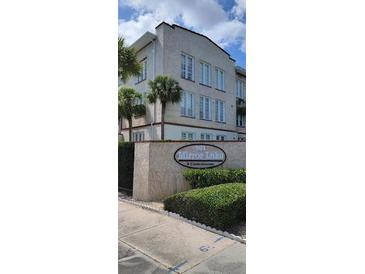 Photo one of 701 Mirror Lake Dr N # 217 St Petersburg FL 33701 | MLS U8121971